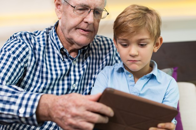 gadget-game-aged-grandfather-relationship_1262-2688